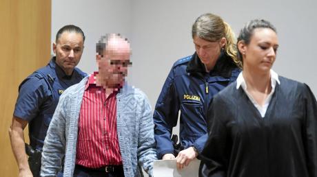 Der Angeklagte im Gülle-Mordprozess in Augsburg am Landgericht: Der Landwirt ist aus Sicht eines Gutachters schuldfähig.