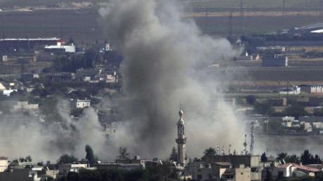 Rauch über der syrischen Stadt Ras al-Ain:Die Kurdenmilizen haben die wichtige Grenzstadt zurückerobert. Foto: Lefteris Pitarakis/AP/dpa