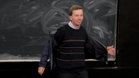Als Lucke merkte, dass er im Plenum nicht sprechen konnte, zog er sich unter sympathisierende Studenten zurück.