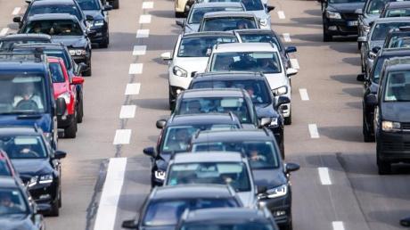 Auf den bayerischen Autobahnen werden auch im neuen Jahr 2020 wieder viele Baustellen den Verkehrsfluss behindern.