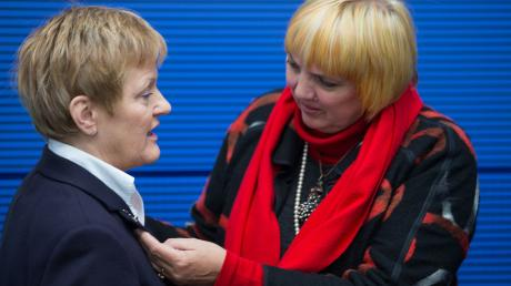 Renate Künast und Claudia Roth werden im Internet angefeindet wie nur wenige andere Frauen.