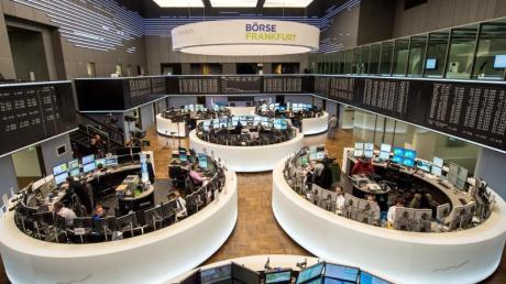 Inmitten der angelaufenen Berichtssaison und vor der EZB-Zinsentscheidung hat der Dax am Donnerstag den Sprung über die Hürde von 12.900 Punkten getestet.