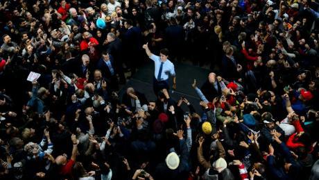 Die Liberalen von Premierminister Justin Trudeau sind bei der Parlamentswahl in Kanada erneut stärkste Kraft geworden, haben ihre absolute Mehrheit aber verloren.