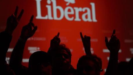 Anhänger der Liberalen von Premierminister Trudeau jubeln über die Wahlergebnisse.