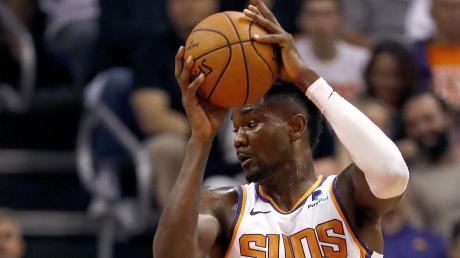 Deandre Ayton von den Phoenix Suns ist wegen Dopings für 25 Spiele gesperrt worden. Der 21 Jahre alte Center von den Bahamas wurde positiv auf ein Diuretikum getestet.