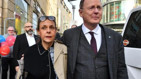 Bodo Ramelow kommt mit seiner Frau zum Wahlkampfabschluss in Erfurt. Foto: Martin Schutt/dpa-Zentralbild/dpa