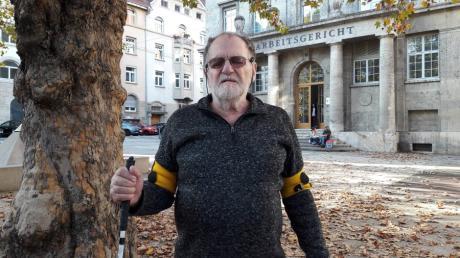 Der Rentner Dietrich Wagner ist so etwas wie das Gesicht des Widerstands gegen das Mega-Bahnprojekt Stuttgart 21 geworden. Seit ihn die Polizei mit einem Wasserwerfer beschoss, ist er beinahe blind.