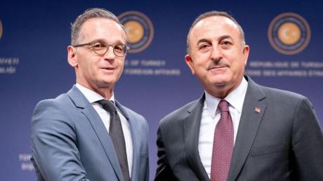 Bundesaußenminister Heiko Maas und sein türkischer Amtskollege und Mevlüt Cavusoglu reagieren auf den Syrien-Vorstoß von Verteidigungsministerin Kramp-Karrenbauer.