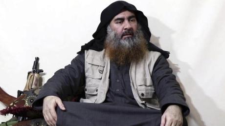 IS-Chef Abu Bakr al-Bagdadi in einem undatierten Video der Terrororganisation. Foto: Uncredited/Al-Furqan media/AP/dpa