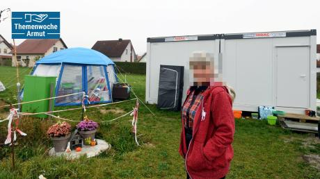 Das ist seit Monaten das Zuhause von Franziska Schuster (Name geändert) und ihrem siebenjährigen Sohn. Der kleine Ort Emersacker im Landkreis Augsburg hat den Container als Notwohnung angemietet. Kleinere Kommunen tun sich im Umgang mit Obdachlosen meist schwer.