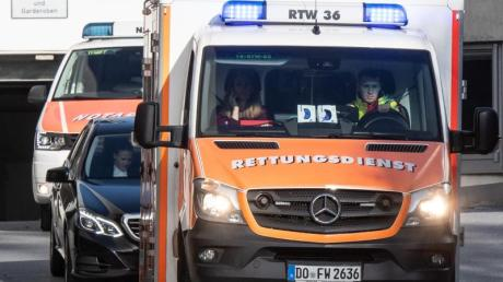 Mit demRettungswagen abtransportiert: Altmaier ist nach seiner Auftaktrede beim Digital-Gipfel in Dortmund beim Gang von der Bühne gestürzt. Foto: Bernd Thissen/dpa