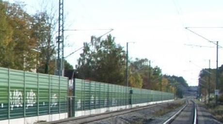 Die Schallschutzwand auf Höhe von Schwabhausen wurde wiederholt von Sprayern beschmiert. Laut Bundespolizei beträgt der Sachschaden rund 110.000 Euro.