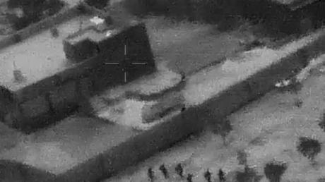 US-Spezialeinheiten nähern sich der Unterkunft von Abu Bakr al-Bagdadi. Foto: Uncredited/Department of Defense/AP/dpa