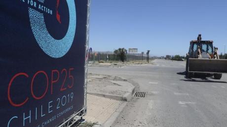 Wegen der heftigen sozialen Proteste im Land hat Chile die Ausrichtung des UN-Klimagipfels (COP25) abgesagt. Foto: Esteban Felix/AP/dpa