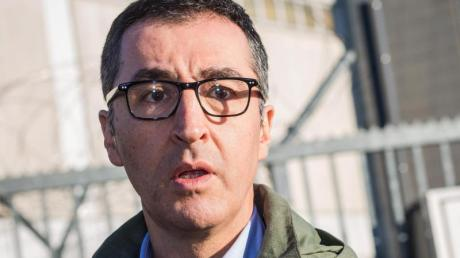 Cem Özdemir wird von Rechtsextremisten mit Ermordung bedroht.