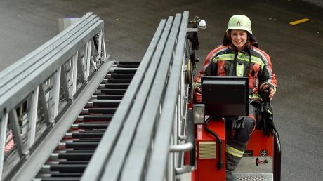 Veronika Vöst ist die erste Frau im Landkreis, die den Drehleitermaschinistenkurs absolviert hat.