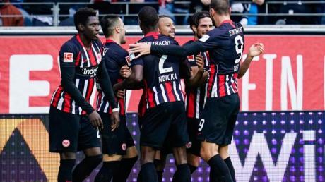 Die Eintracht-Spieler feierten einen klaren Sieg gegen die Bayern.