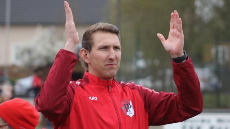 Am Sonntag trainiert Roman Artes den Kreisligisten TSV Pöttmes, am Samstag steht er beim Bayernliga-Spitzenreiter FC Pipinsried im Tor.
