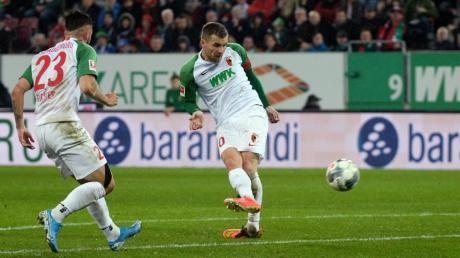 Daniel Baier erzielte das 1:0 für den FC Augsburg gegen Schalke.