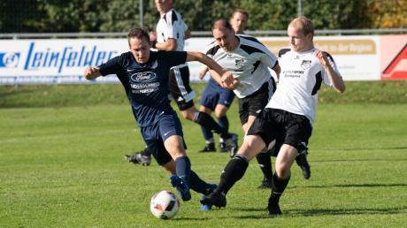 Der TSV Wolferstadt schwimmt derzeit auf der Erfolgswelle. Zuletzt gelang ein 4:2 gegen den Sportclub D.L.P. Auch gegen Ederheim (mit Julian Hönle, in Blau) setzte sich das Team von Stefan Fensterer und Matthias Hoinle 2:1 durch.