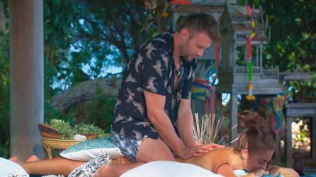 """""""Bachelor in Paradise"""" am 26.11.19: Normalerweise verbingen Michi und Natalie die Dates zusammen. Doch dann kommt in Folge 6 Andi ins Paradies hinzu. Hier der Nachbericht"""