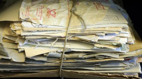 Als Hansjörg Geiger die Stasi-Unterlagenbehörde aufbaute, stand er vor einem gewaltigen Berg von Dokumenten: 41 Millionen Karteikarten, 15.000 Säcke mit geschredderten Dokumenten.