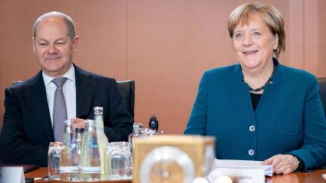 Betont optimistisch für die weitere Regierungsarbeit: Bundeskanzlerin Angela Merkel (CDU) und Finanzminister Olaf Scholz (SPD).