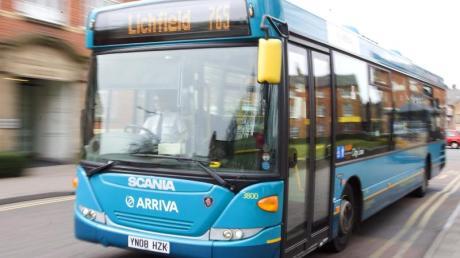 Ein Bus von Arriva PLCist im britischen Tamworth unterwegs. Im internationalen Konzern Deutsche Bahn haben viele Beteiligungen nichts mit dem Kerngeschäft zu tun. Foto: Lee Sanders/News Team International/dpa