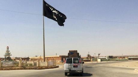 Eine IS-Flagge in Rawa, Irak. Foto: Uncredited/AP/dpa