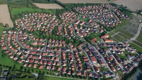 Ein Wohngebiet mit Einfamilienhäusern. Foto: Julian Stratenschulte/dpa
