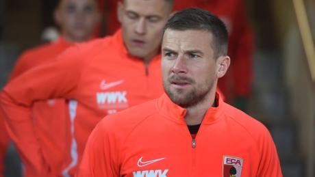 """""""Ich hoffe, dass er nun Ruhe gibt."""" Daniel Baier ist der einzige Augsburger Spieler, der im April 2015 in Paderborn auf dem Platz stand. Der FCA verlor 1:2, qualifizierte sich aber später für die Europa League."""