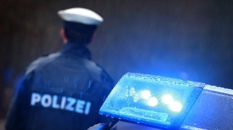 Gleich zwei gefährliche Überholmanöver gab es nach Angaben der Polizei (Symbolfoto) am Freitag auf der Staatsstraße zwischen Lauingen und Gundremmingen.