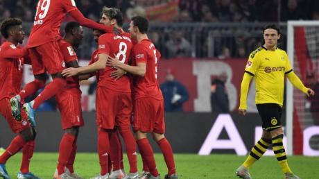 Die Bayern-Spieler feierten im Topspiel gegen den BVB einen klaren Sieg. Foto: Sven Hoppe/dpa