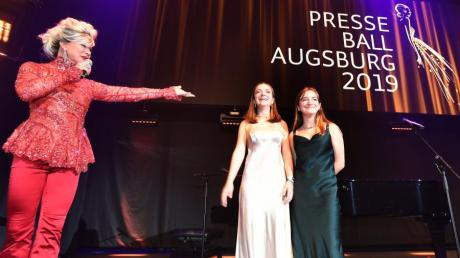 """Entertainer Chris Kolonko führte durch den Abend, die """"The Voice Kids""""-Gewinnerinnen Mimi und Josy sorgten bei den Gästen für Gänsehaut."""