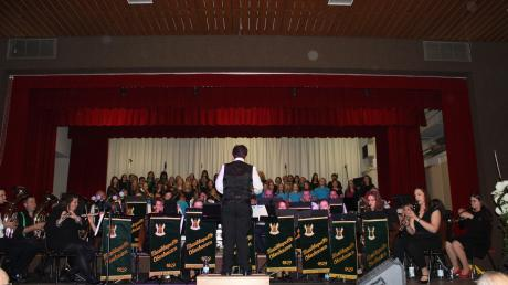Die Musikkapelle unter Leitung von Josef Lohmeier überzeugte das Publikum beim Jubiläumskonzert.