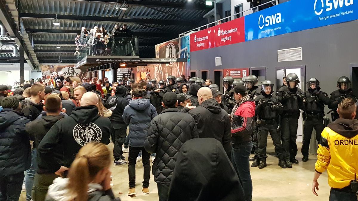 Schlägereien während des Spiels: Polizei nimmt drei Bieler Fans fest - Augsburger Allgemeine