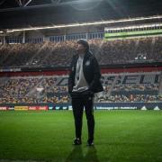 Joachim Löw lässt seinen Blick im Stadion in Düsseldorf schweifen. «Die Mannschaft» spielt hier am Samstag in der EM-Quali gegen Weißrussland. Foto: Bernd Thissen/dpa