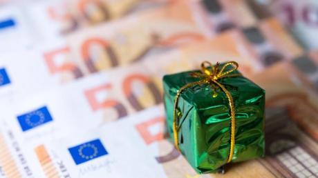 Beschäftigte mit Tarifverträgen haben bessere Chancen auf Weihnachtsgeld als andere Arbeitnehmer. Foto: Monika Skolimowska/zb/dpa