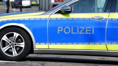Ein Unbekannter hat nach Angaben der Polizei (Symbolfoto) am Dienstagmorgen gegen 6.10 Uhr in der Hauptstraße in Finningen mit einem Fahrzeug einen Hund angefahren.