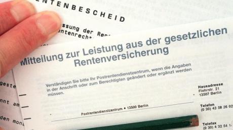Am Montag war ein Entwurf für den Rentenversicherungsbericht 2019 bekannt geworden, nach dem die Renten zum 1. Juli 2020 in Westdeutschland um 3,15 Prozent und in Ostdeutschland um 3,92 Prozent steigen dürften.