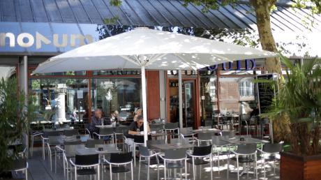 Solche Sonnenschirme wie früher vor dem Café Liquid bleiben in Ulm erlaubt.