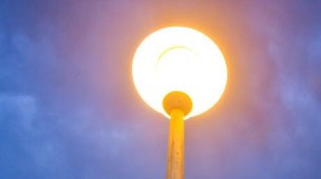 Das ist es, was sich Bürgermeister Kopriva für die Graf-von-Werdenberg-Straße in Aislingen wünscht: eine funktionierende Straßenbeleuchtung.