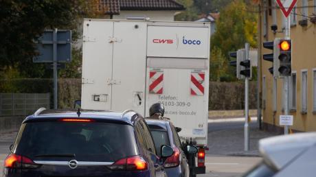 An der Taverne-Kreuzung in Pfaffenhofen staut sich zu den Stoßzeiten oft der Verkehr.