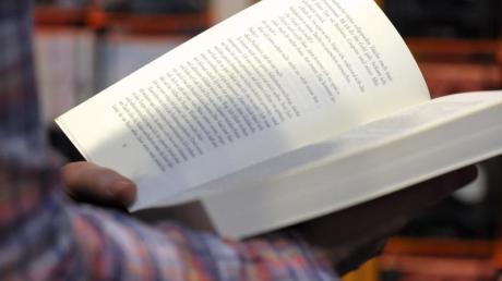 Einigen Forschern zufolge ist Lesen auf Papier besser als auf dem Bildschirm.