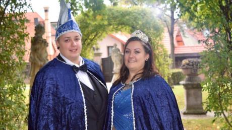 Marcella I. und Senna I. sind das erste gleichgeschlechtlich Prinzenpaar im Nürnberger Fasching. Die verheirateten Frauen sind seit mehreren Jahren bei der Fastnachtsgesellschaft Crazy Dancers engagiert.