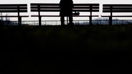 Einsamkeit ist ein großes gesellschaftliches Problem. Foto: Julian Stratenschulte/dpa