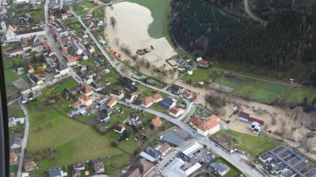 In Straßburg in Kärnten stehen nach den anhaltenden Regenfällen viele Häuser unterWasser. Foto: Unbekannt/BFK08/APA/dpa