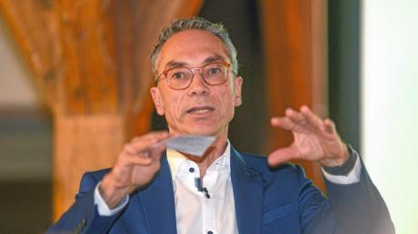 Wolfgang Goschenhofer will mehr Kreativität und Gestaltungswillen in den politischen Gremien – er wurde im Schrannensaal mit hundertprozentiger Zustimmung zum Bewerber für das Amt des Oberbürgermeisters in Nördlingen nominiert.