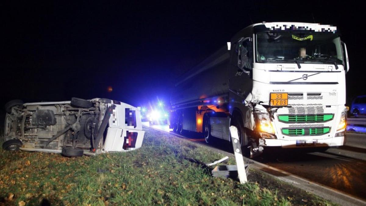 Schwerer Unfall zwischen Kühbach und Aichach: B300 wieder frei - Augsburger Allgemeine