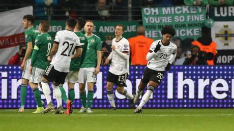 Steuerte drei Tore zum DFB-Sieg gegen Nordirland bei: Bayern-Profi Serge Gnabry (r). Foto: Christian Charisius/dpa